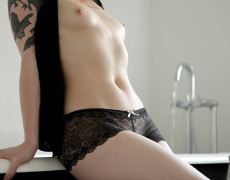 Anna Lee hermosa Pelirroja Tatuada (2)