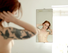 Anna Lee hermosa Pelirroja Tatuada (23)