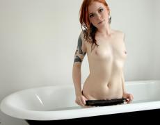 Anna Lee hermosa Pelirroja Tatuada (9)