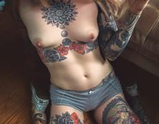 Casper peluda y tatuada (3)