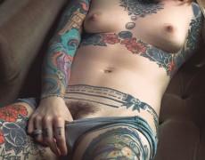 Casper peluda y tatuada (7)