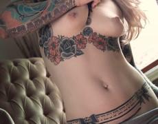 Casper peluda y tatuada (8)