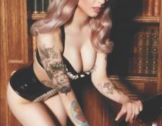 Emily Laser en Front (30)