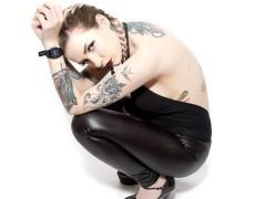 Emily Laser en Front (41)