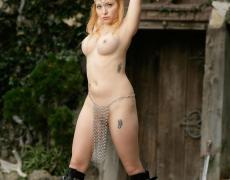 Aiden como princesa medieval tatuada (27)