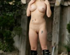 Aiden como princesa medieval tatuada (36)
