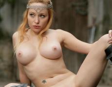 Aiden como princesa medieval tatuada (75)