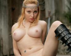 Aiden como princesa medieval tatuada (79)