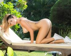 Anika Shay en Converse shorts cortos (18)