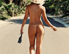Carol Nakamura tomando el sol de Brasil (8)