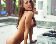 Casey Connelly y su delicioso cuerpo en Playboy (13)