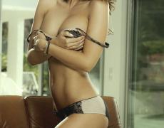 Casey Connelly y su delicioso cuerpo en Playboy (32)