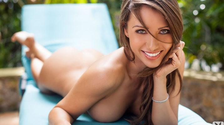 Casey Connelly y su delicioso cuerpo en Playboy