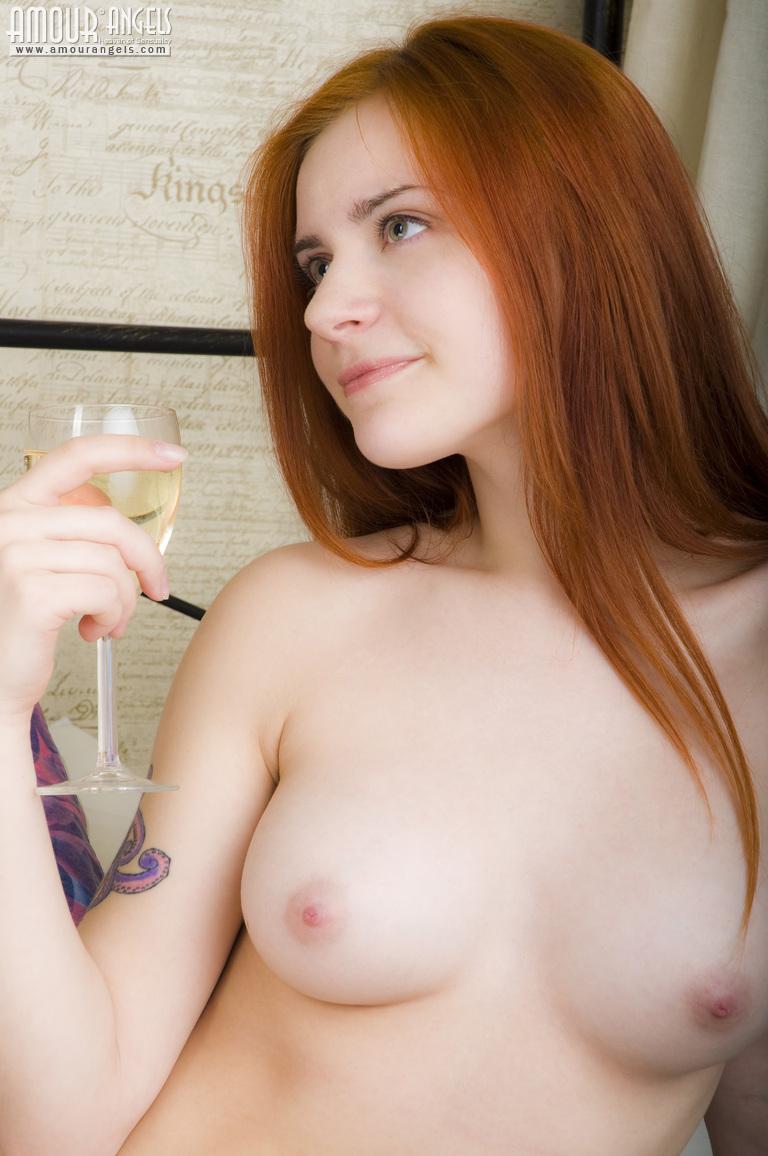 Mamada pelirroja desnuda hermosa