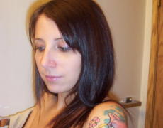 La nena te muestra los tatuajes mientras se masturba y coge con el novio (31)