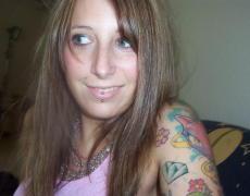 La nena te muestra los tatuajes mientras se masturba y coge con el novio (33)