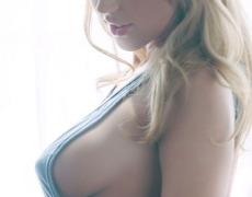 La preciosa Krystal Lyne y su piercing en la vagina (1)