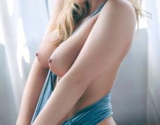 La preciosa Krystal Lyne y su piercing en la vagina (14)