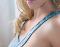 La preciosa Krystal Lyne y su piercing en la vagina (8)