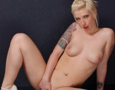 Lynn Pops jugando con su vagina (78)