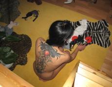 Morocha mamadora con la espalda tatuada (42)