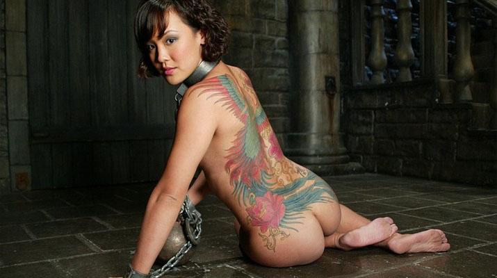 Asiatica tatuada masoquista