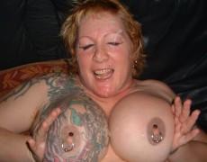 Dos viejas tatuadas en una orgia (18)