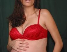 Embarazada tatuada mostrando la concha (8)