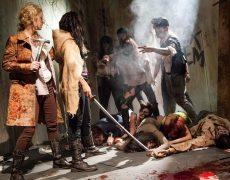 Kleio Velentien y Skin Diamond como lesbianas zombi (7)