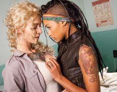 Kleio Velentien y Skin Diamond como lesbianas zombi (9)