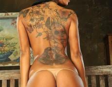 Kyra Black y su espalda tatuada (10)