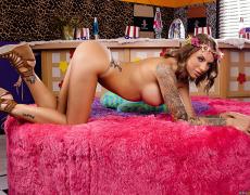 La actriz porno tatuada Juelz Ventura (127)