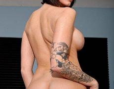 La actriz porno tatuada Juelz Ventura (138)