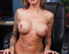 La actriz porno tatuada Juelz Ventura (163)