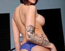 La actriz porno tatuada Juelz Ventura (17)