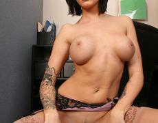La actriz porno tatuada Juelz Ventura (174)