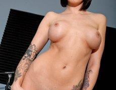 La actriz porno tatuada Juelz Ventura (67)