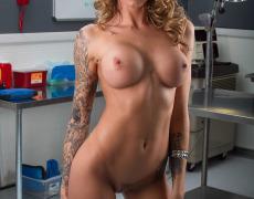 La actriz porno tatuada Juelz Ventura (84)