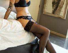 La elegante Juelz Ventura en lencería negra (11)