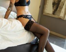 La elegante Juelz Ventura en lencería negra (15)