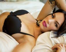 La elegante Juelz Ventura en lencería negra (21)