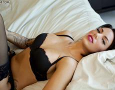 La elegante Juelz Ventura en lencería negra (26)