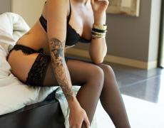 La elegante Juelz Ventura en lencería negra (3)
