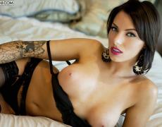 La elegante Juelz Ventura en lencería negra (35)