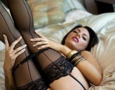 La elegante Juelz Ventura en lencería negra (56)