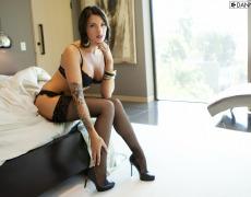La elegante Juelz Ventura en lencería negra (6)