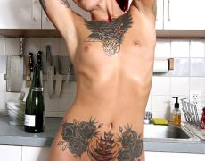 La tatuada Catra en Burning Angel (6)