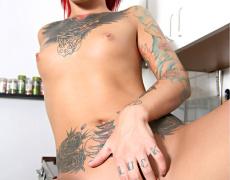La tatuada Catra en Burning Angel (8)