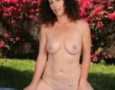 Las experimentadas curvas de Tammy Sue (11)