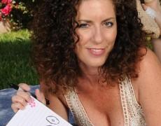 Las experimentadas curvas de Tammy Sue (2)